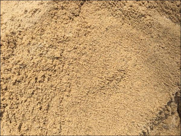 Чистый, крупный речной песок.