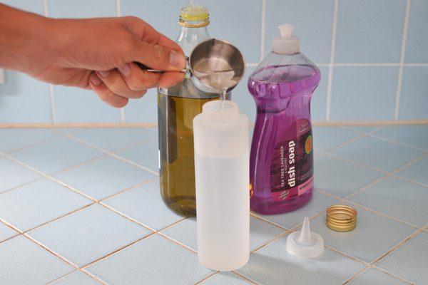 Подготовка мыльной жидкости.
