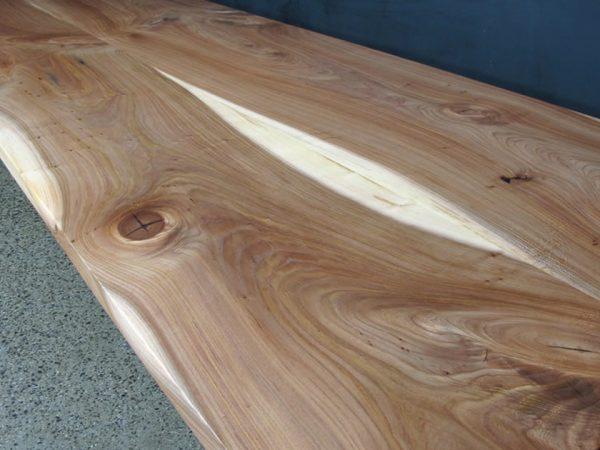 На иллюстрации - Столешница из древесины вяза