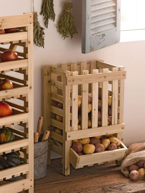 Овощи в служебном помещении.