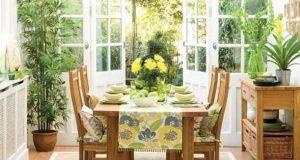 Уют и неповторимый шарм добавляют растения в интерьер кухни.