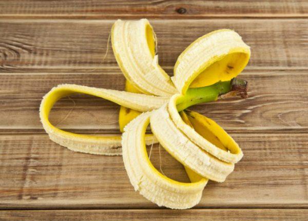 Кожуру бананов использую для подкормки огорода.